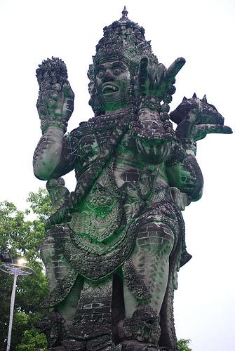 sb catur muka statue2