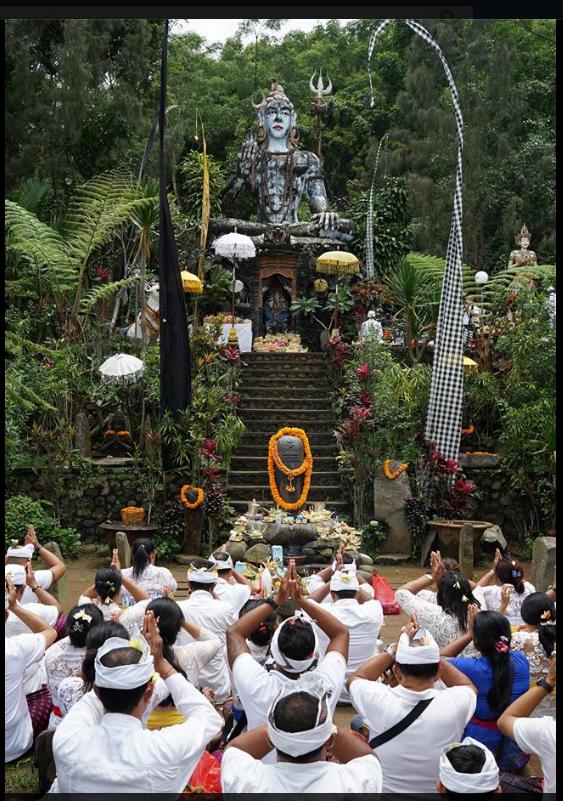 Balinese celebrating Galungan