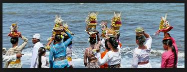 Melasti upacara sebelum Nyepi di Bali10