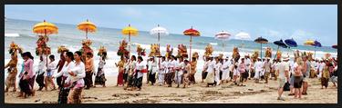 Melasti upacara sebelum Nyepi di Bali12