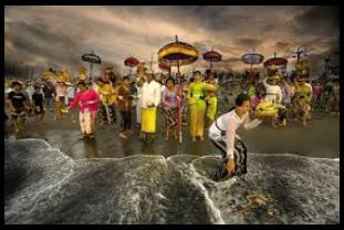 Melasti upacara sebelum Nyepi di Bali13