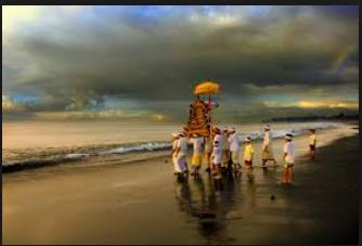 Melasti upacara sebelum Nyepi di Bali5