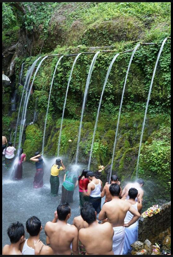 Tirta Sudamala, Bangli on Banyu Pinaruh day